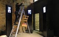 Galerie du Beffroi, des chaises pour tisser des liens